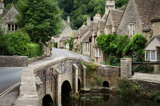 bydlení vesnice vs město